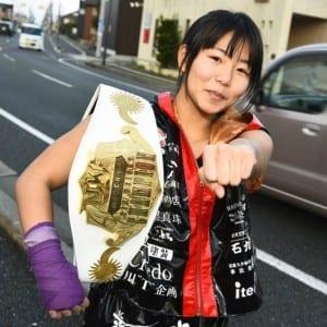 """ムエタイ世界王者を衝撃KO!女子キック界にビックインパクトを与えた""""期待の18歳Ayaka"""""""