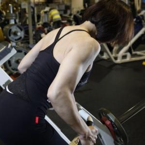 背中から腰のきれいな曲線美をつくる【露出の多い夏のトレーニング】