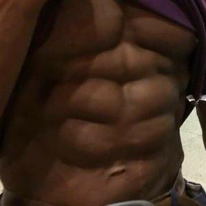 日本ボディビル界【腹筋最強】男の意外なトレーニングとは?