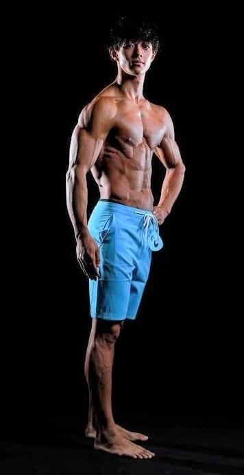 腹筋 ガリガリ 筋トレでガリガリからマッチョへ【筋トレ2年の変化】54kg→67kg