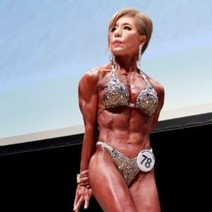 還暦のフィジーク女王が魅せた!まだ筋肉は増え続けている