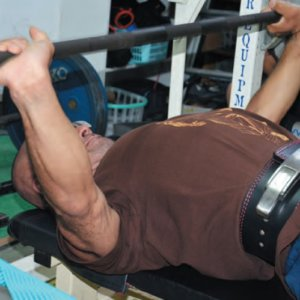 74kg級でベンチ300kg以上挙げる超人が教える「ベンチプレス超実践的テクニック」