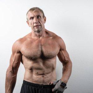 筋肉量アップに必須!男性ホルモンの代表「テストステロン」は年齢とともに分泌が低下する!アンチエイジングの心得
