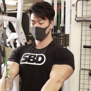 ベンチプレス83kg級世界チャンピオンの丸太のように太い腕の筋肉をつくったトレーニング!そのやり方を公開!