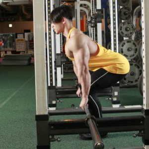 トップボディビルダー・嶋田慶太が、身体の変化を実感したデッドリフトとは?背中の筋肉の厚みをつける