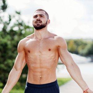 割れた腹筋づくりに適した2つの呼吸法!間違えた呼吸法は姿勢にも悪影響