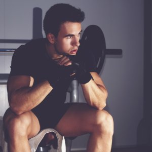週1日の筋トレではほとんどテストステロンが分泌されない?男性ホルモンから筋肥大を考える