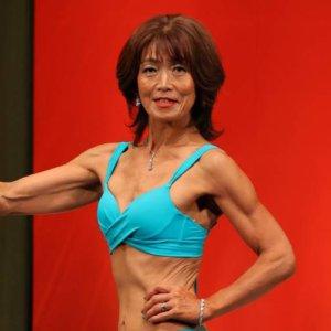 人生100年時代。還暦前の記念に出場した筋肉コンテストで見事な健康美を披露し優勝!