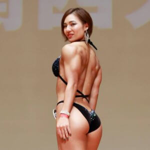 仕事中は痩せるタイミング!?筋肉美の表現・ボディフィットネス女王の減量の秘訣
